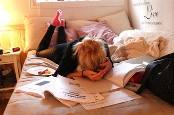 5 Hazards Of Sleeping Really Late