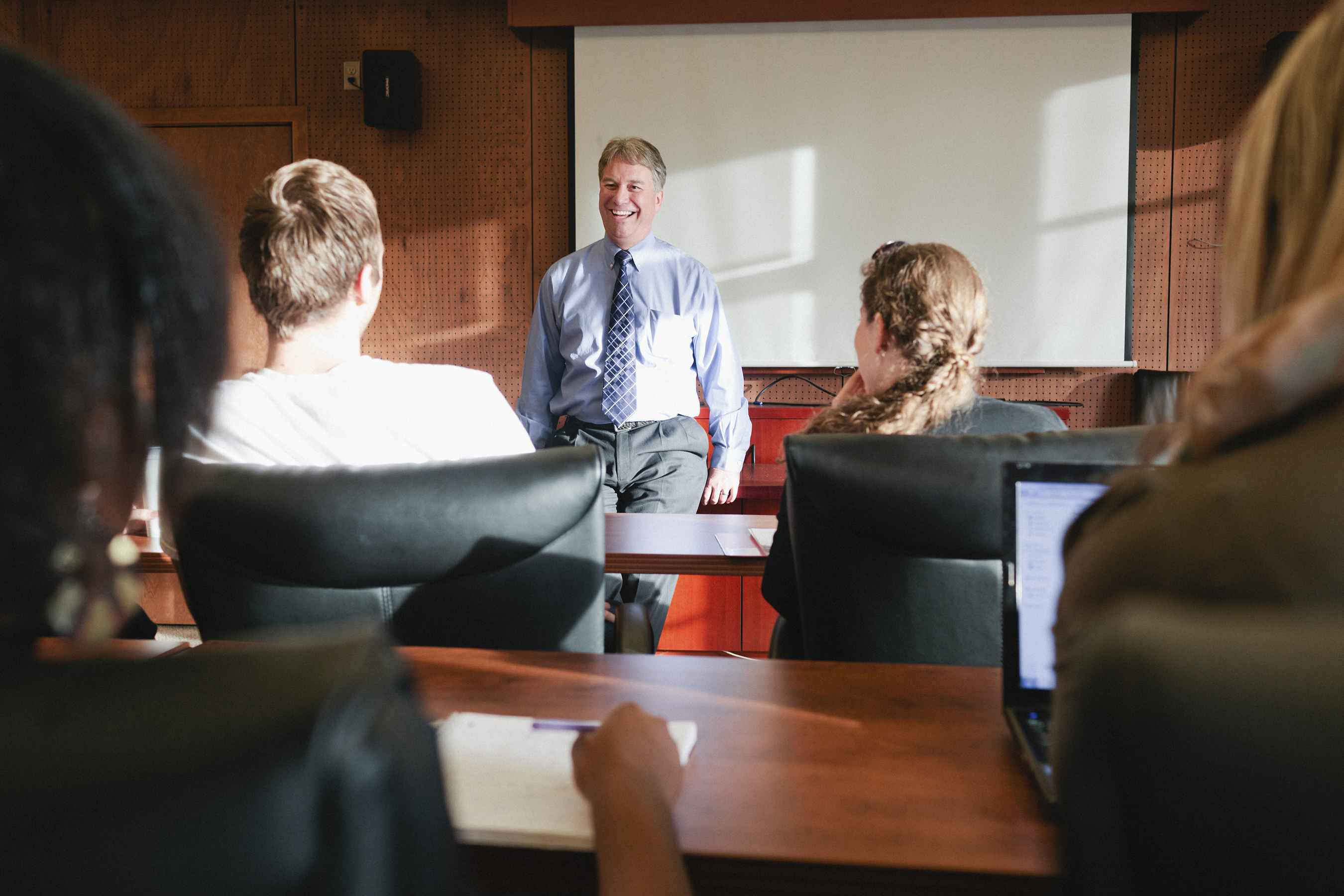 Guide For Choosing The Best Business School For MBA